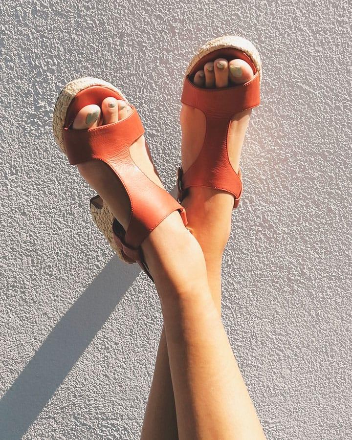 Sandale compensée femme, chic et élégante
