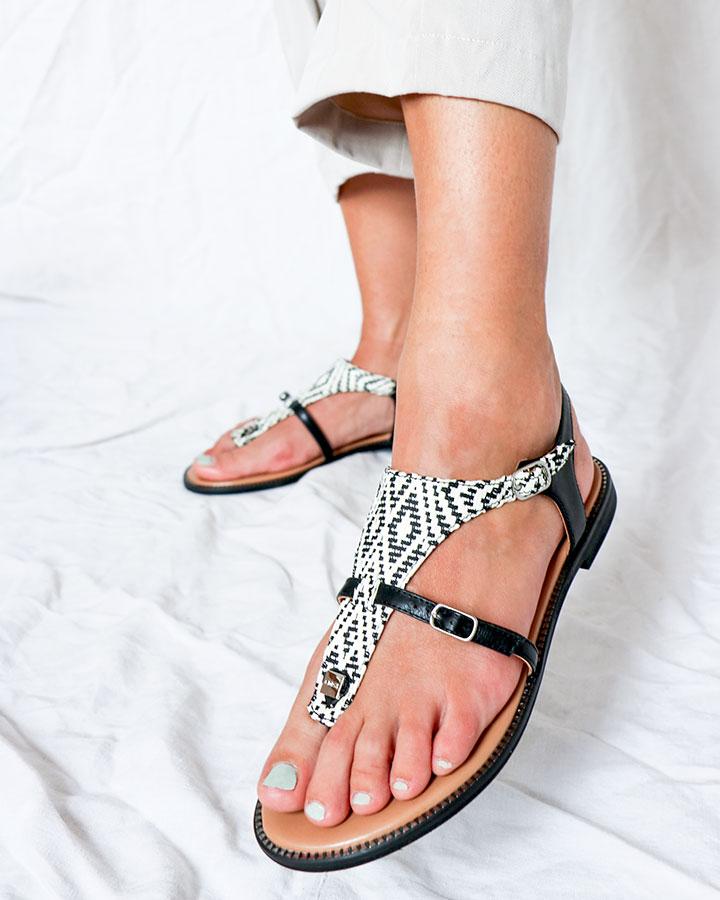 Sandale chic, plate noire et blanc Angel