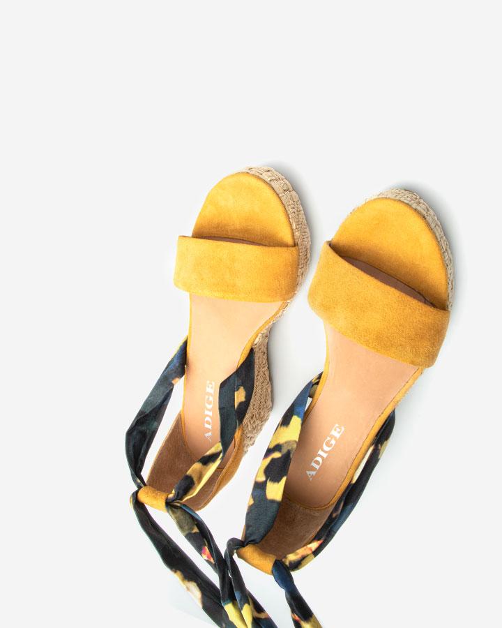 Nais sandale chic compensée jaune