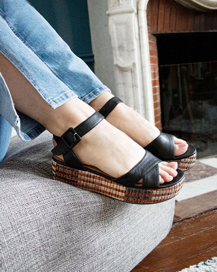 Sandale Compensée Chic Noir
