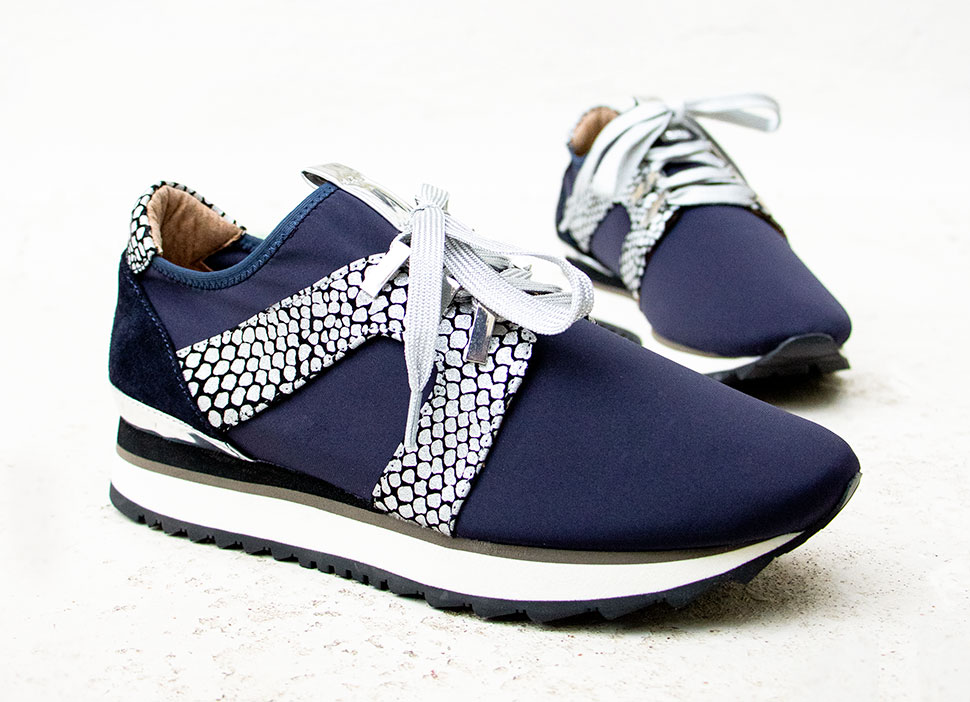 Entretien chaussures tissu femme